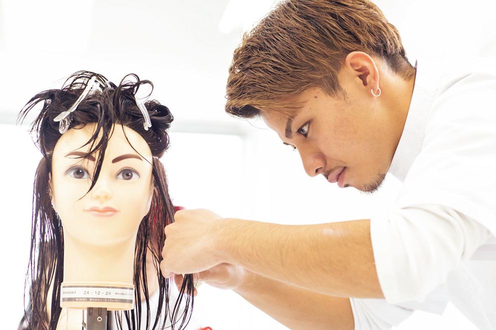 美容師試験の様子